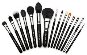 Πινέλα μακιγιάζ: Συμβουλές για την επιλογή τους